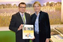Markus Reinders, Bereichsleiter unserer Stiftung und Ministerin Christina Schulze Föcking tauschten sich über das Naturhaus Rheinland aus.