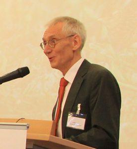 Wolfgang Stein, Referent Landes-betrieb Straßenbau NRW, moderierte die Veranstaltung.