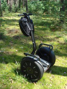 Mit Blühstreifenstrom betriebene Zweiräder für mobile Naturschutzberatung und Flächenbegehungen. Foto: Wikimedia Commons [CC BY-SA 3.0 (http://creativecommons.org/licenses/by-sa/3.0)]